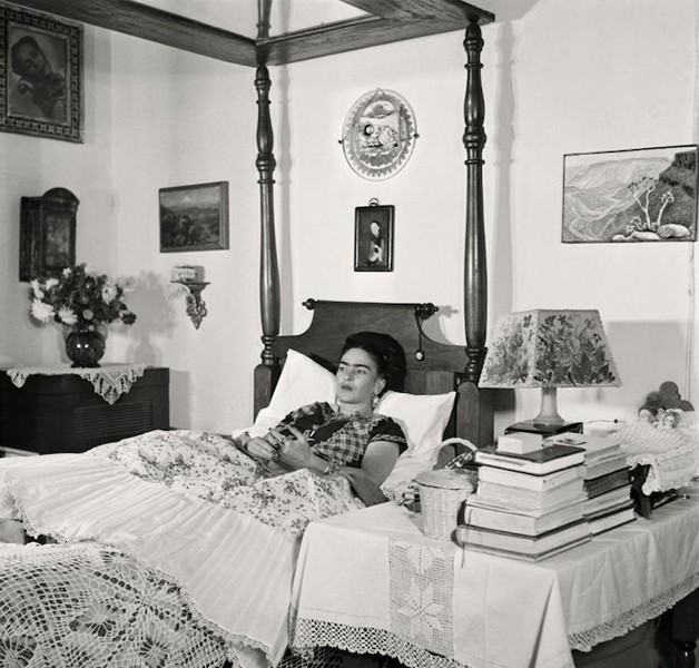 frida kahlo bed